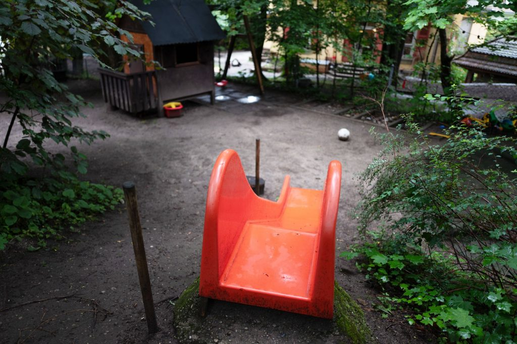 Kita Farfallina - Rutschbahn Garten